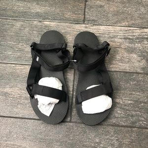 NIP VS PINK VELCRO SANDALS